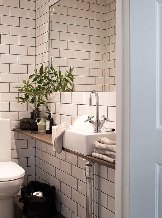 имитация белой кирпичной кладки в ванной