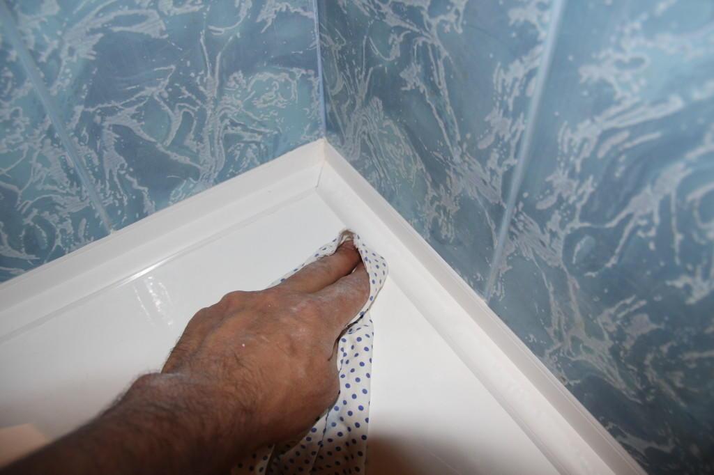 щель между ванной