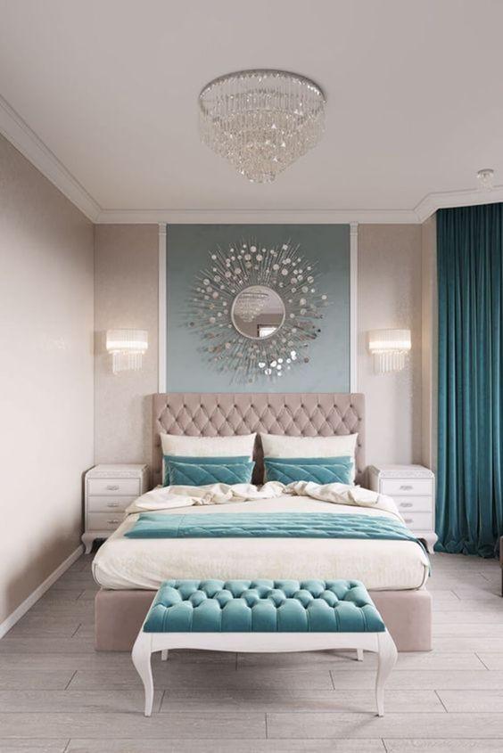 зеркало над изголовьем кровати