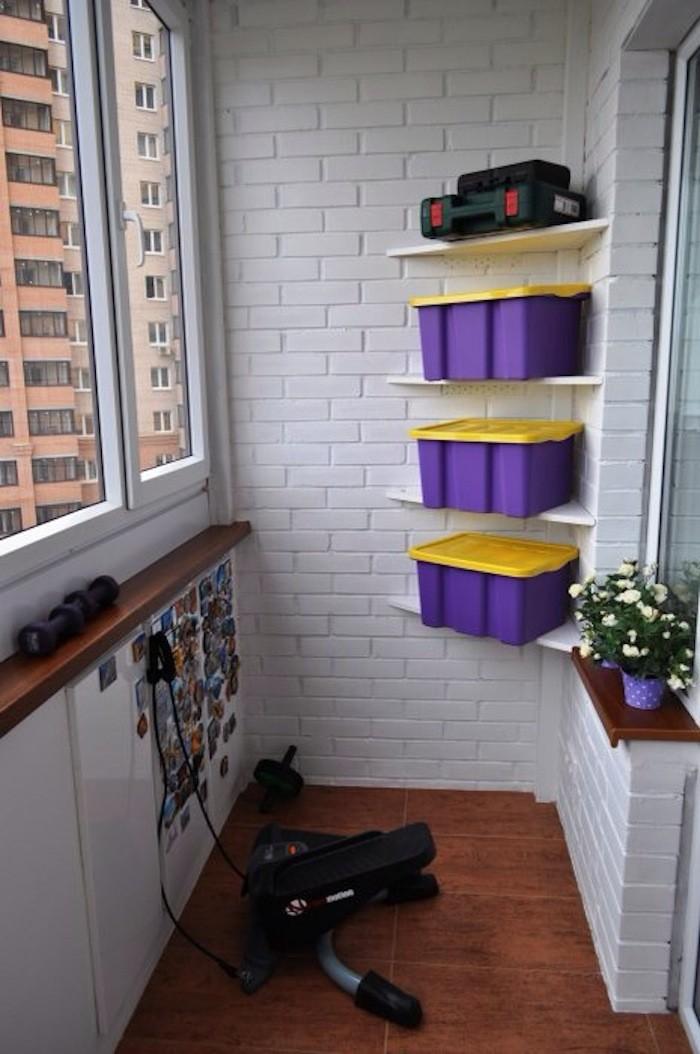 как покрасить кирпичную стену на балконе