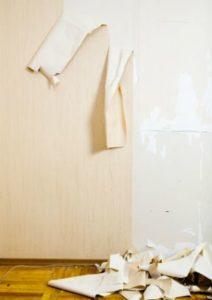 подготовка комнаты для поклейки обоев