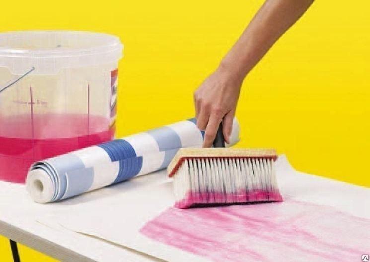 как убрать клей с обоев после поклейки