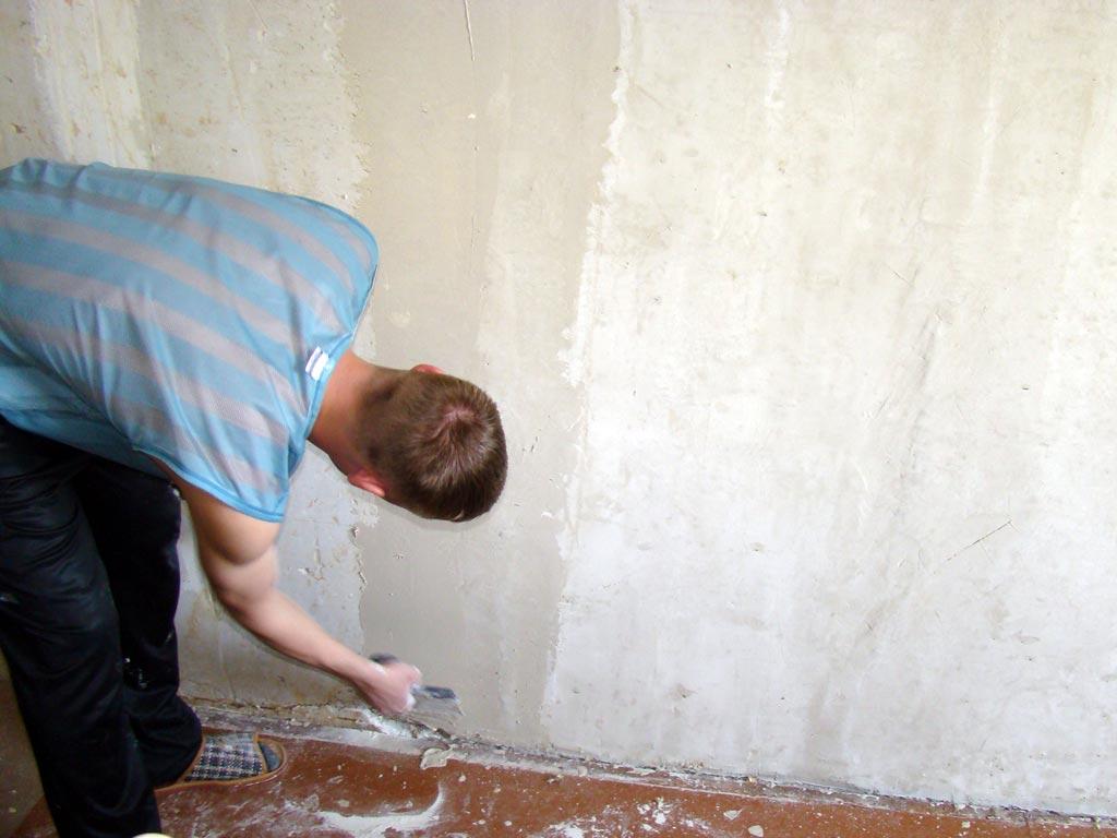 клеим обои на бетонные стены