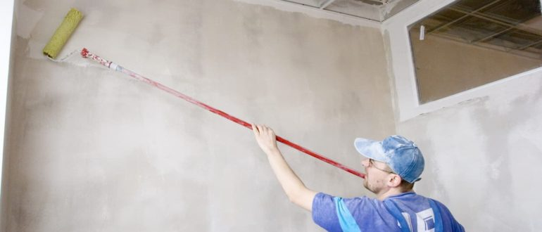 подготовка стен с краской под обои